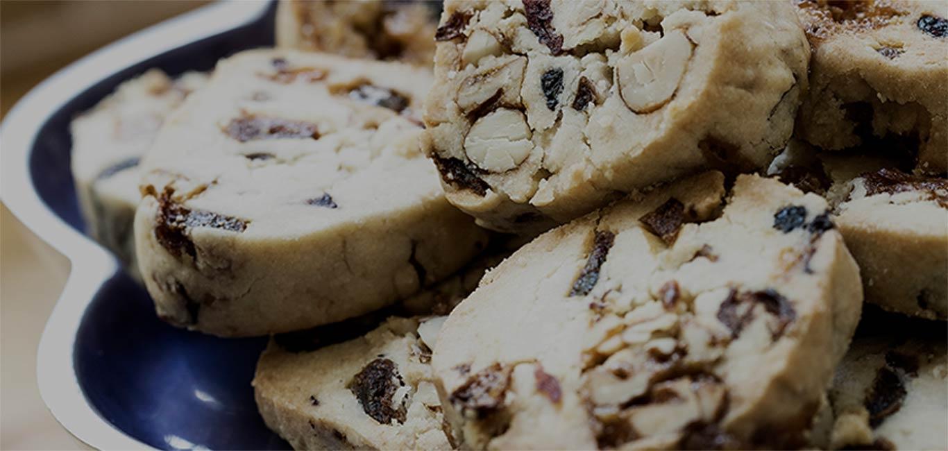 Biscuits sablés aux fruits macérés & noix croquantes au miel